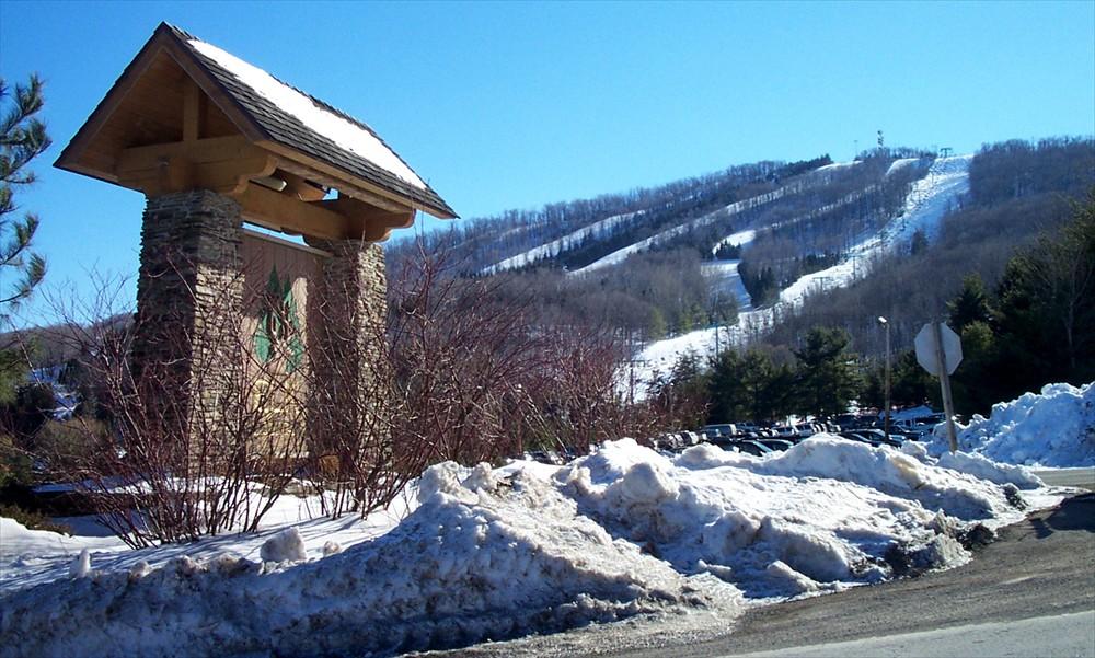 elk-mountain-entrance