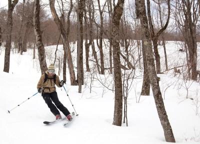 Girl-skiing-Bearpen