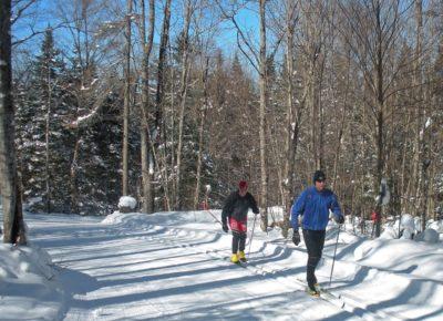 Mount-Van-Hoevenburg-Skiers
