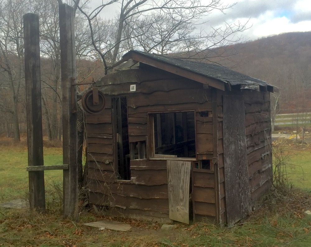 Silvermine-Ski-Area-lift-shack