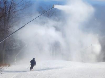 early-season-snowmaking