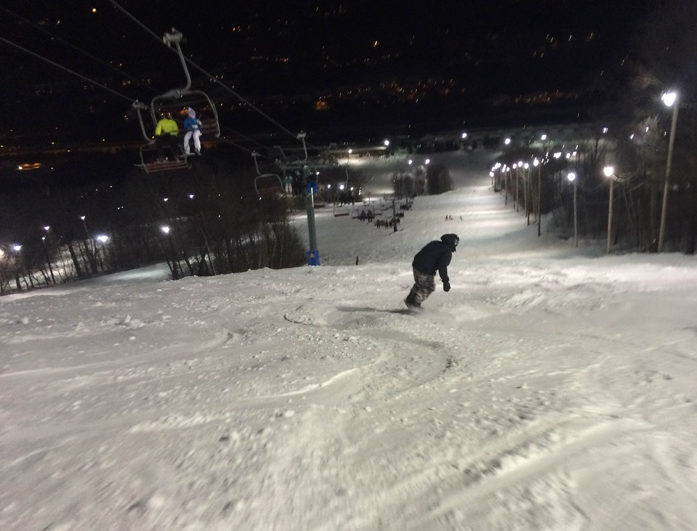 mont-saint-sauveur-liftline-at-night