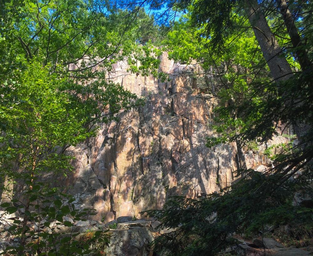 rigaud-cliffs