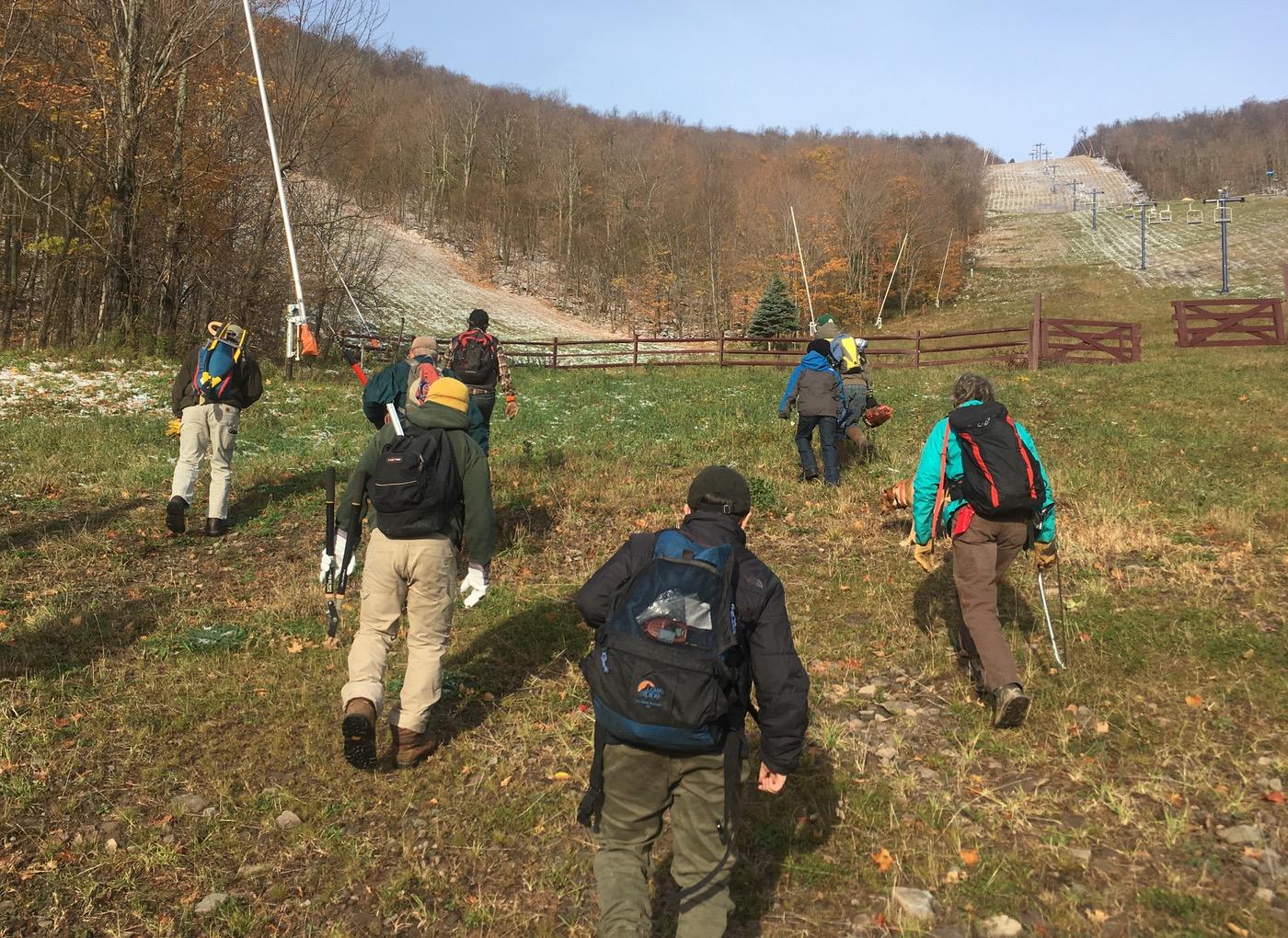 team-hikes-up