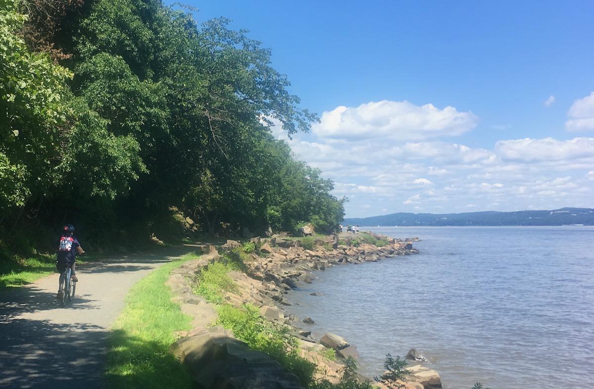 Nyack Beach State path